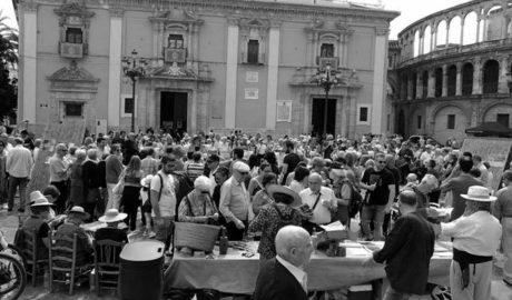 La cultura de la 'pansa' y los riuraus deslumbran en la plaza de la Mare de Déu de València