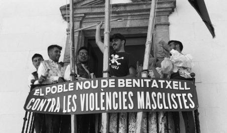 El fervor y la diversión salen a la calle con las fiestas de la Rosa en Benitatxell