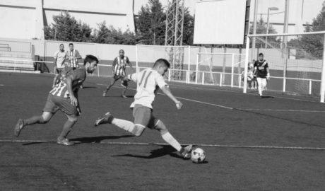 El Dénia se lleva un derbi ante el Jávea sin mucho fútbol