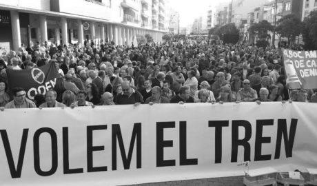 La Marina y la Safor reúnen a miles de personas en su protesta por el tren Dénia-Gandia