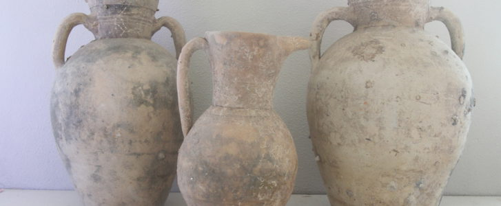 La familia de Juan Bisquert dona a Dénia 12 piezas arqueológicas rescatadas del mar y datadas entre los siglos I y XIX