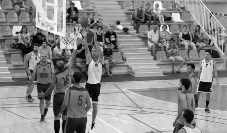 El equipo senior de básquet de Teulada-Moraira gana el Trofeo Federación