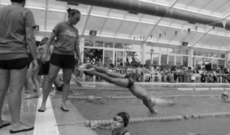 El Poble Nou de Benitatxell reúne a 130 jóvenes nadadores de toda la comarca