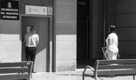 Cierran la oficina del DNI en Dénia tras la muerte súbita de un hombre
