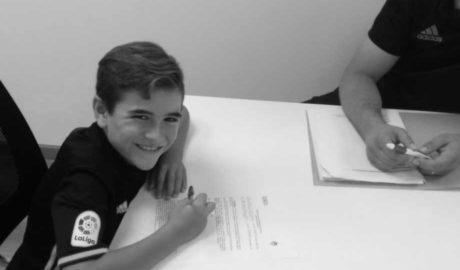 El denier Pau Palacios fitxa pel Valencia CF