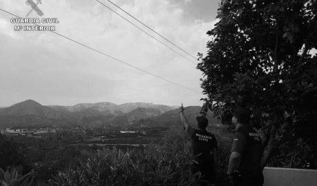 La Guardia Civil salva la vida a un hombre a punto de morir electrocutado en Pego