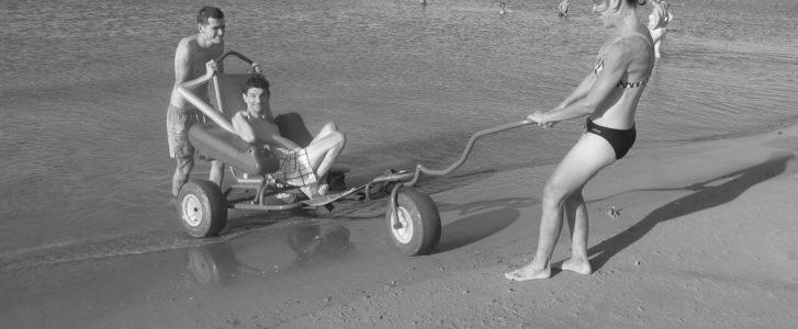 """Arranca """"Disfrutando el verano"""", el programa de ocio y playa de Condenados al Bordillo"""