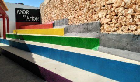 Una plaza multicolor en Pedreguer