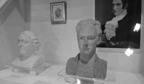 Los rostros del tenor Cortis y de la baronesa de Casa Soler se quedan en Dénia para siempre
