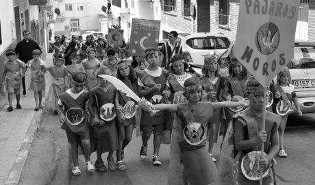 [GALERÍA] La cantera de los Moros y Cristianos de Xàbia toman las calles de Duanes