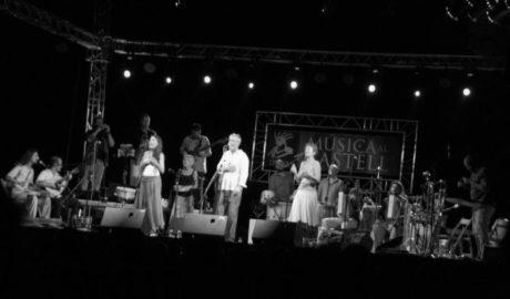 La genial fusión de ritmos ibéricos de Coetus & Carles Dénia ponen el broche de oro a Música al Castell