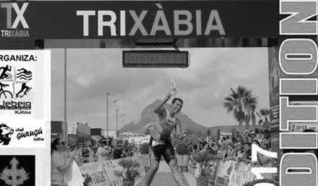 El famoso Triatlón de Xàbia, dedicado a Edu Monfort, uno de los ciclistas fallecidos el pasado mes de mayo