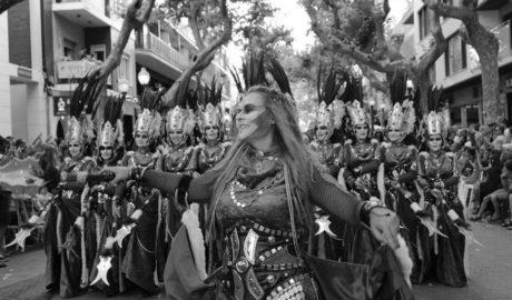[GALERÍA/VÍDEOS] Desfile de Moros y Cristianos de Dénia: Del Vell Montgó al sueño de una niña
