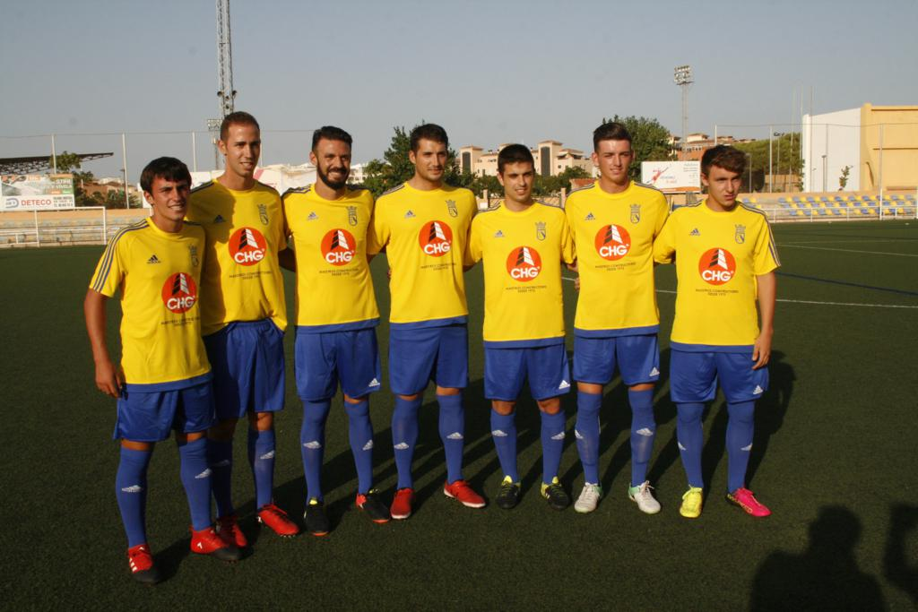 Los juveniles y el primer equipo del CD Dénia se presentan ante una ...