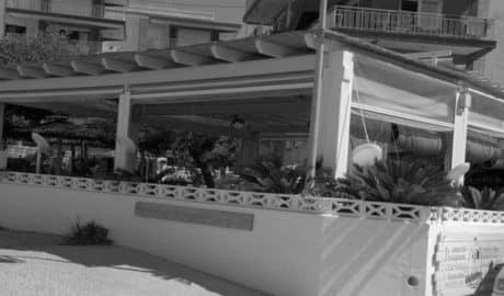 El juzgado suspende cautelarmente el precinto de la terraza de un restaurante de les Rotes de Dénia