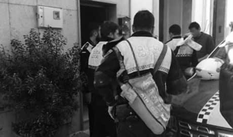 Dos policías de Calp asisten a una mujer en un parto en su domicilio