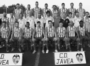 El CD Jávea presenta una plantilla muy renovada a su afición, y después gana a la UD Ilicitana