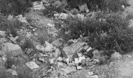 [GALERÍA] La basura devora Els Castellans de Xàbia