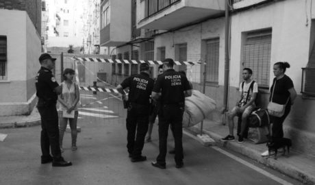 Una vecina del Grupo Català entre lágrimas: «Mi hijo de 12 años y yo no tenemos donde dormir»