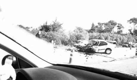 Un choque frontal entre tres vehículos en Ondara colapsa el principal acceso a Dénia