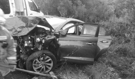 Dos heridos en un choque frontal entre un turismo y una camioneta en Pedreguer