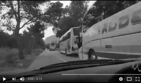 Otra macrofiesta en el Montgó con 150 personas, música y 3 autobuses aparcados en plena carretera