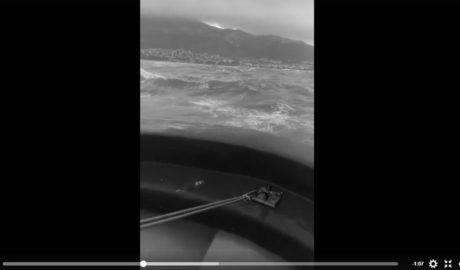 [VÍDEO] La llegada al puerto de Dénia de un pesquero en pleno temporal