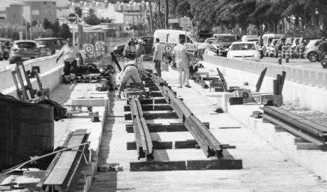 FGV instala ya en Dénia las vías para el regreso del tren