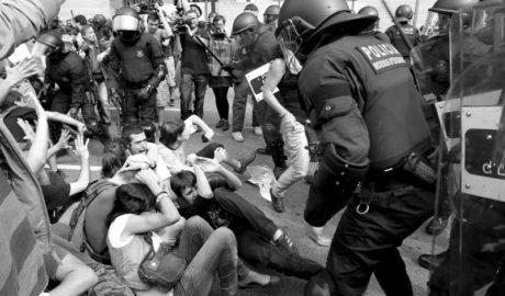 Ediles de Compromís y otras fuerzas e intelectuales de la Marina Alta claman contra la intervención policial en Cataluña