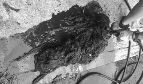 Benitatxell detecta atascos en su red de saneamiento... por culpa de las toallitas húmedas en los inodoros