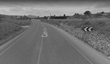 Un ciclista herido grave al arrollarlo un turismo entre Xàbia y Benitatxell