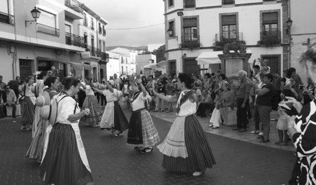 La música y la cultura ocupan las calles de Gata junto con el comercio local