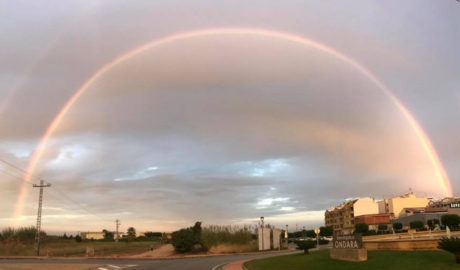 La foto que deja la tormenta: un monumental arco iris en el centro de la Marina Alta