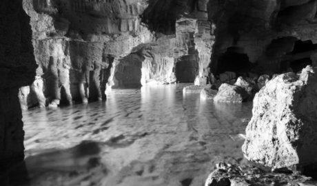 Pateras en la Cova Tallada