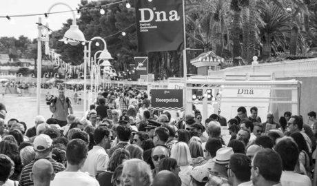 El festival D*na desborda previsiones y el lleno absoluto obliga a controlar los accesos