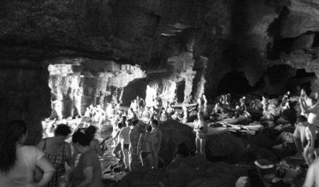 Más agresiones medioambientales a la Cova Tallada y los 'Penyasegats'