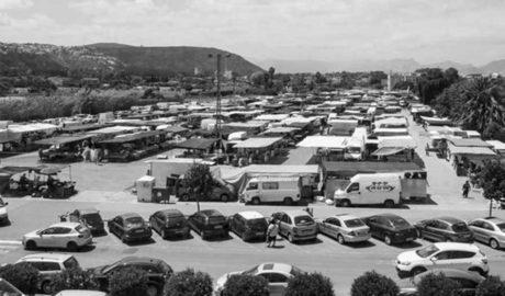Dénia tiene en horas punta más coches aparcados que plazas de estacionamiento