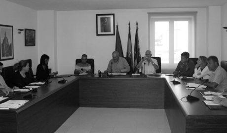 Benitatxell aprueba acciones legales por las irregularidades en la gestión de las multas de tráfico