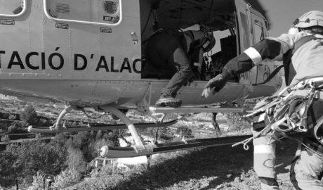 Rescatado en helicóptero un cazador en un barranco de Pedreguer