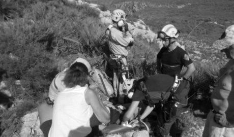 Otro rescate en el Montgó: un helicóptero traslada a una mujer de 71 años tras fracturarse la cadera