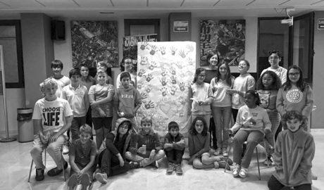 Los niños de Xàbia aprenden con dos alumnos del Raquel Payá la importancia de la inclusión social
