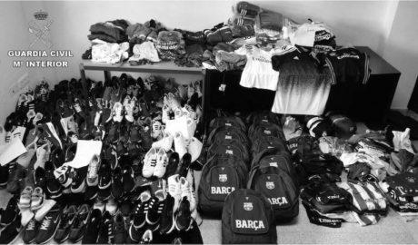 La Guardia Civil incauta prendas deportivas falsas en el mercadillo de Dénia por valor de 30.000€