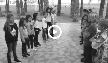 [VÍDEO. Xàbia] Niñas y niños de 9 años usan el fútbol para denunciar el sexismo