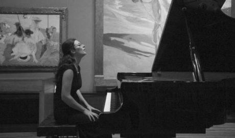 La pianista de Xàbia Marta Espinós homenajea a Cervantes con su nuevo disco