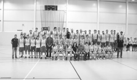 Baño de masas del Dénia Bàsquet Club en su multitudinaria presentación