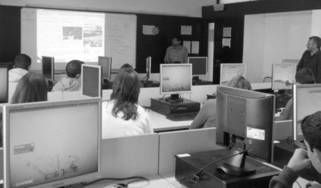 Alumnos del IES Xebic de Ondara vuelven a ser periodistas por un día con el Taller de La Marina Plaça a l'escola
