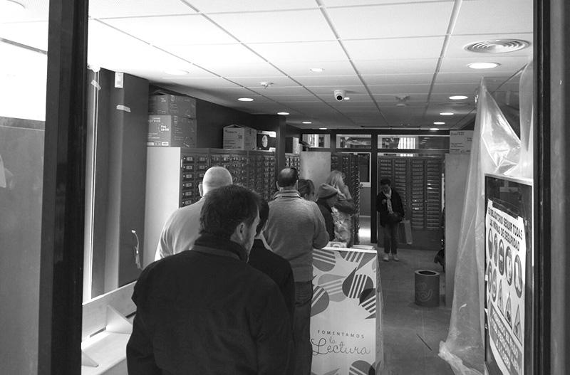 Caos en la oficina de correos de x bia noticias la for Oficina de correos valencia