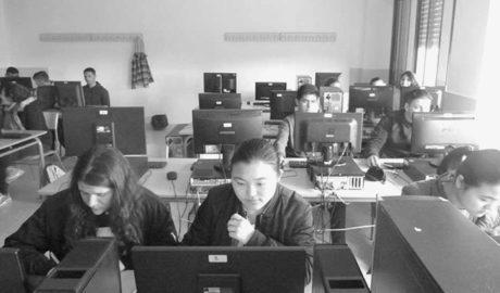 Los alumnos del Maria Ibars de Dénia son periodistas por un día
