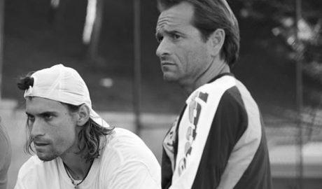 Javi Piles, entrenador vinculado al Club de Tenis Dénia, ficha por Milos Raonic