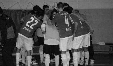 La reunión entre jugadores del Dénia Futsal y Estrela deja una pequeña puerta abierta a la solución